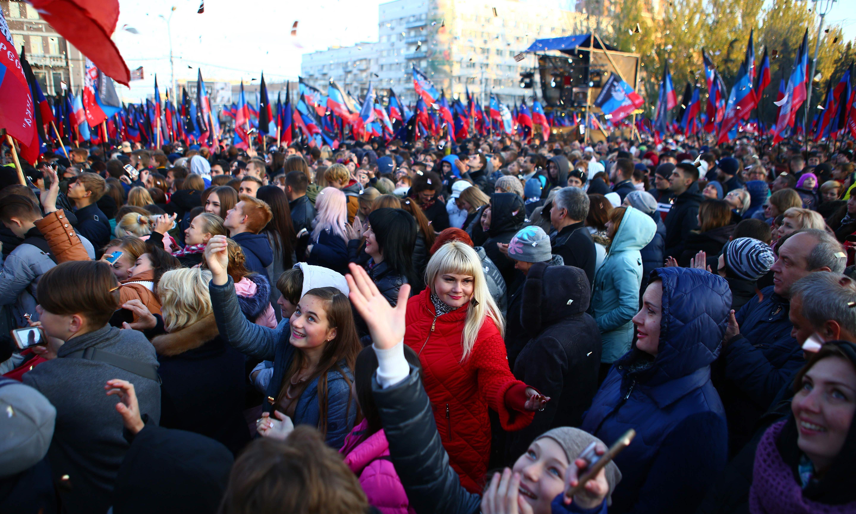 Russia eases passport process for Ukrainians in breakaway regions