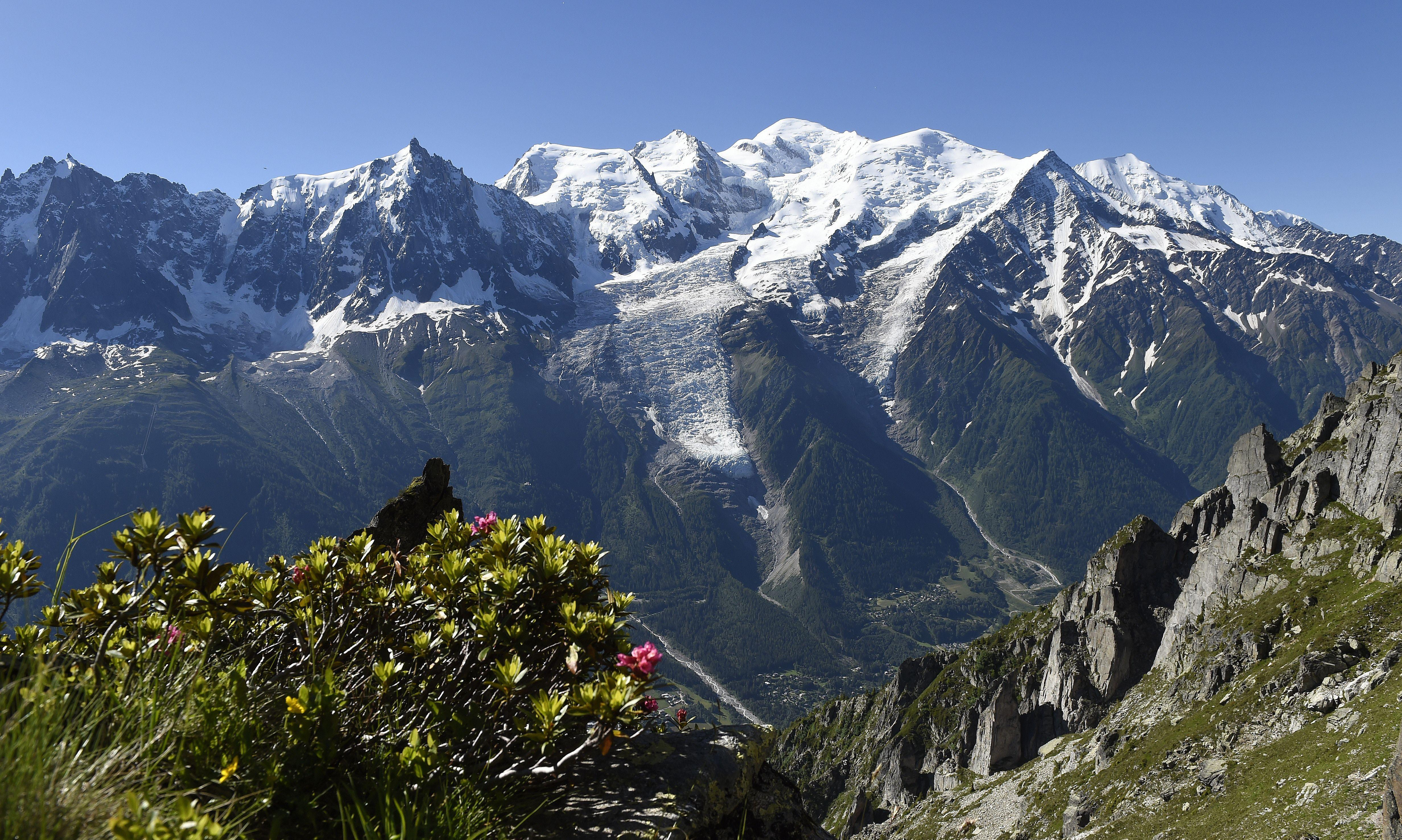 Climbers land plane near summit of Mont Blanc with police in pursuit