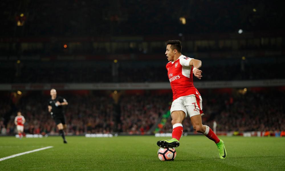 Arsenal's Alexis Sanchez looks for a pass.