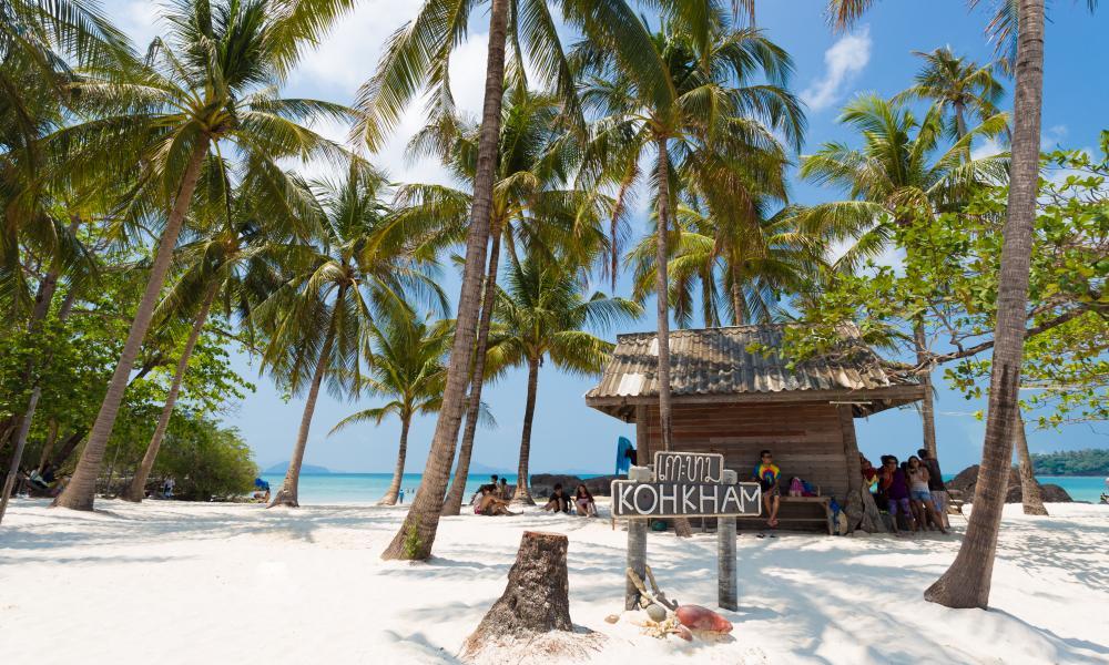 White sand beach on Koh Kham, Thailand.