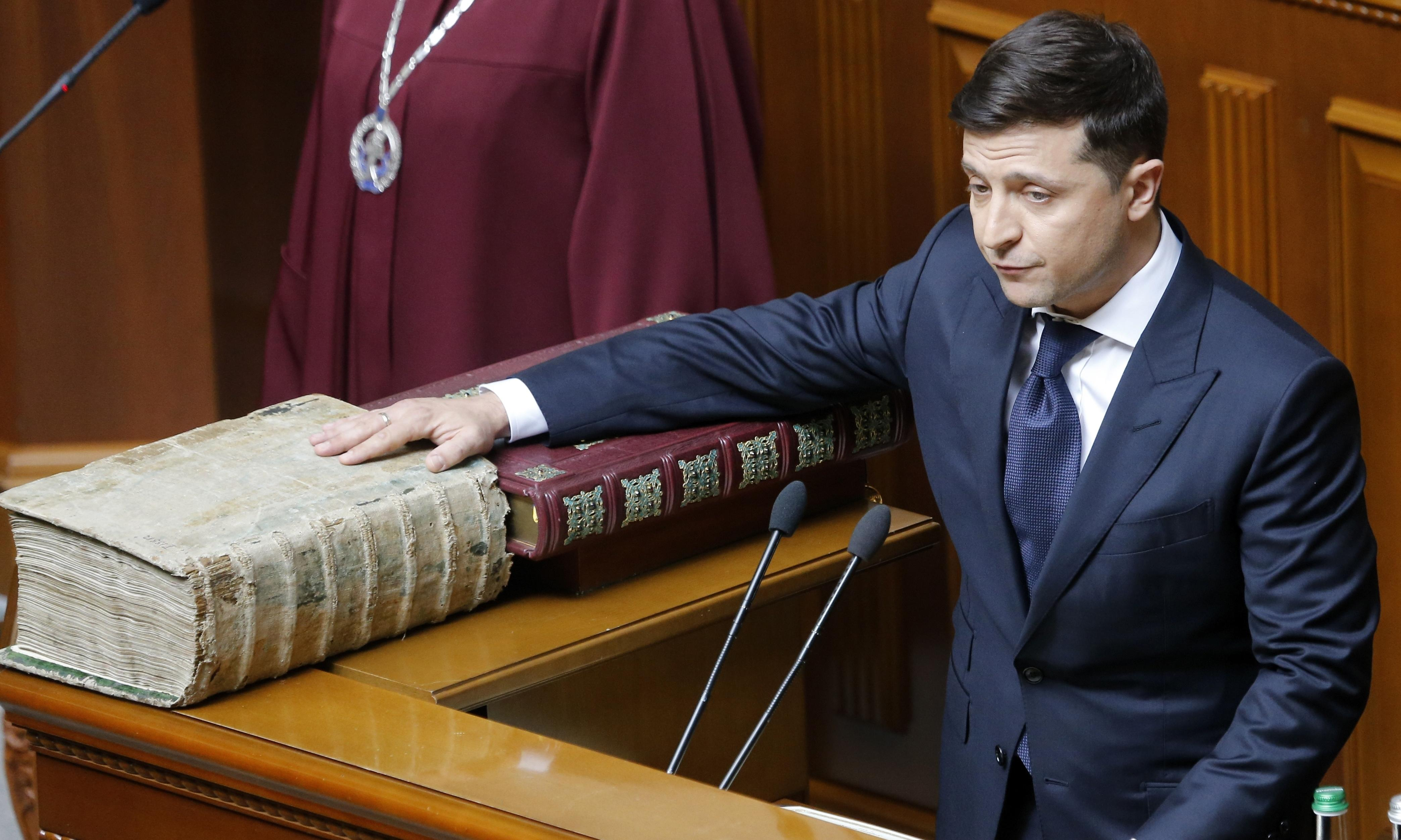 Ukraine's leader takes office and immediately calls snap election