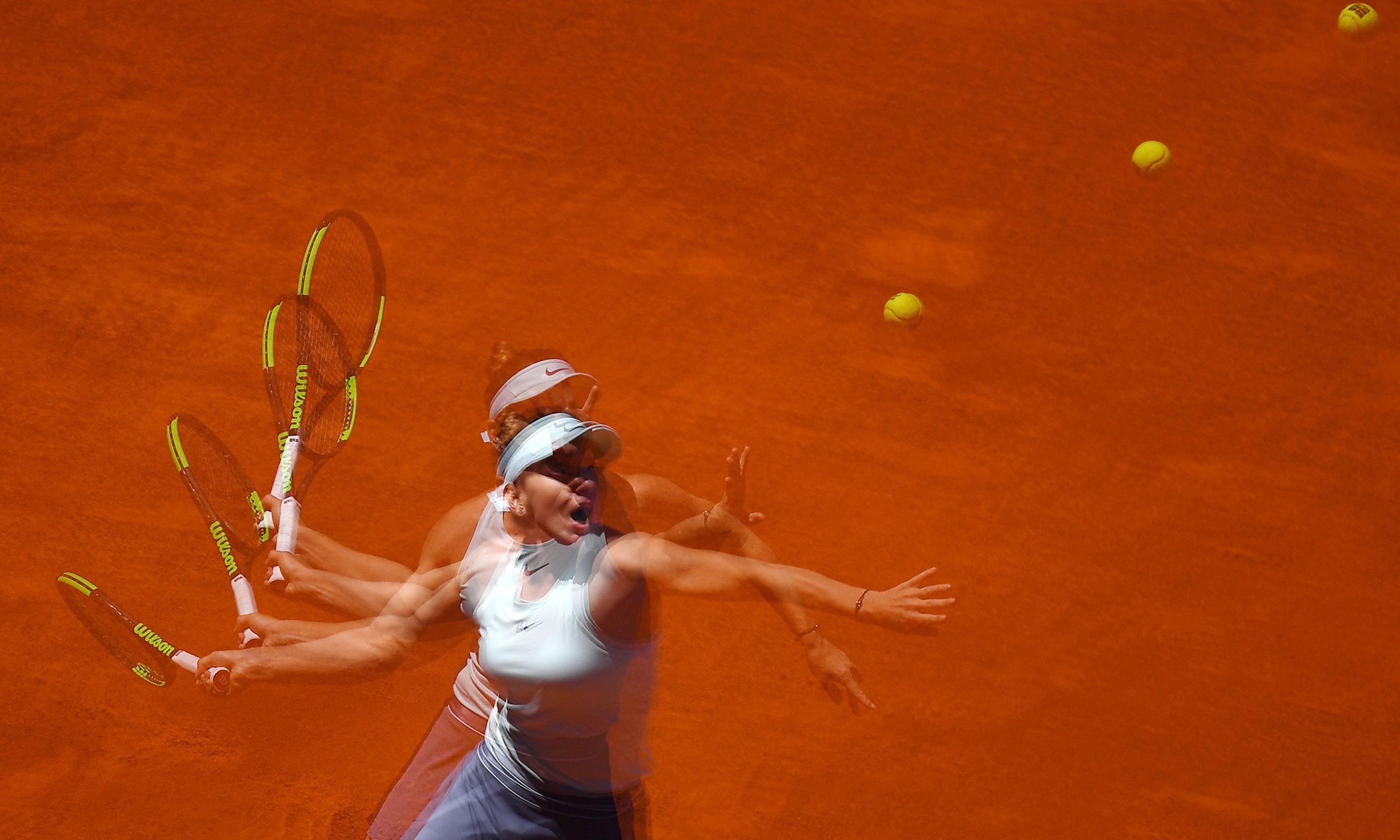 Simona Halep halts Ashleigh Barty's winning run to reach Madrid semi-final