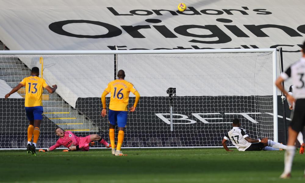 The ball balloons over the Everton bar after Ivan Cavaleiro's slip