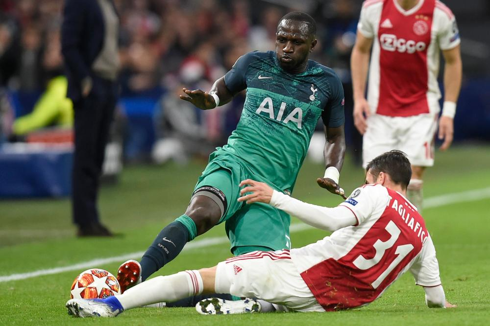 Sissoko fouls Tagliafico and receives a yellow card.