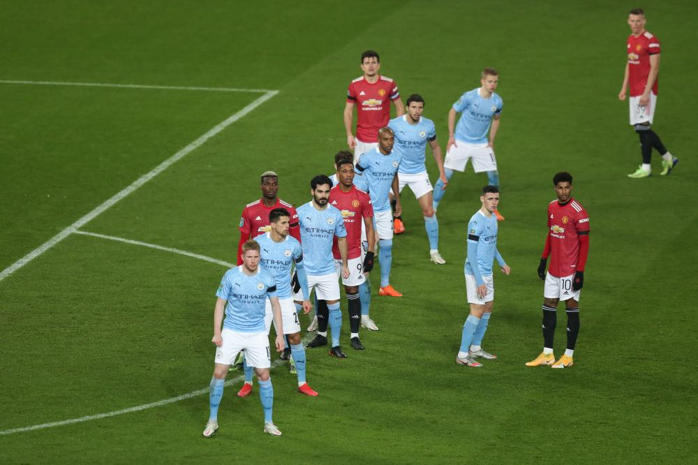 Kevin De Bruyne leads the Manchester City defence as they await a free-kick.