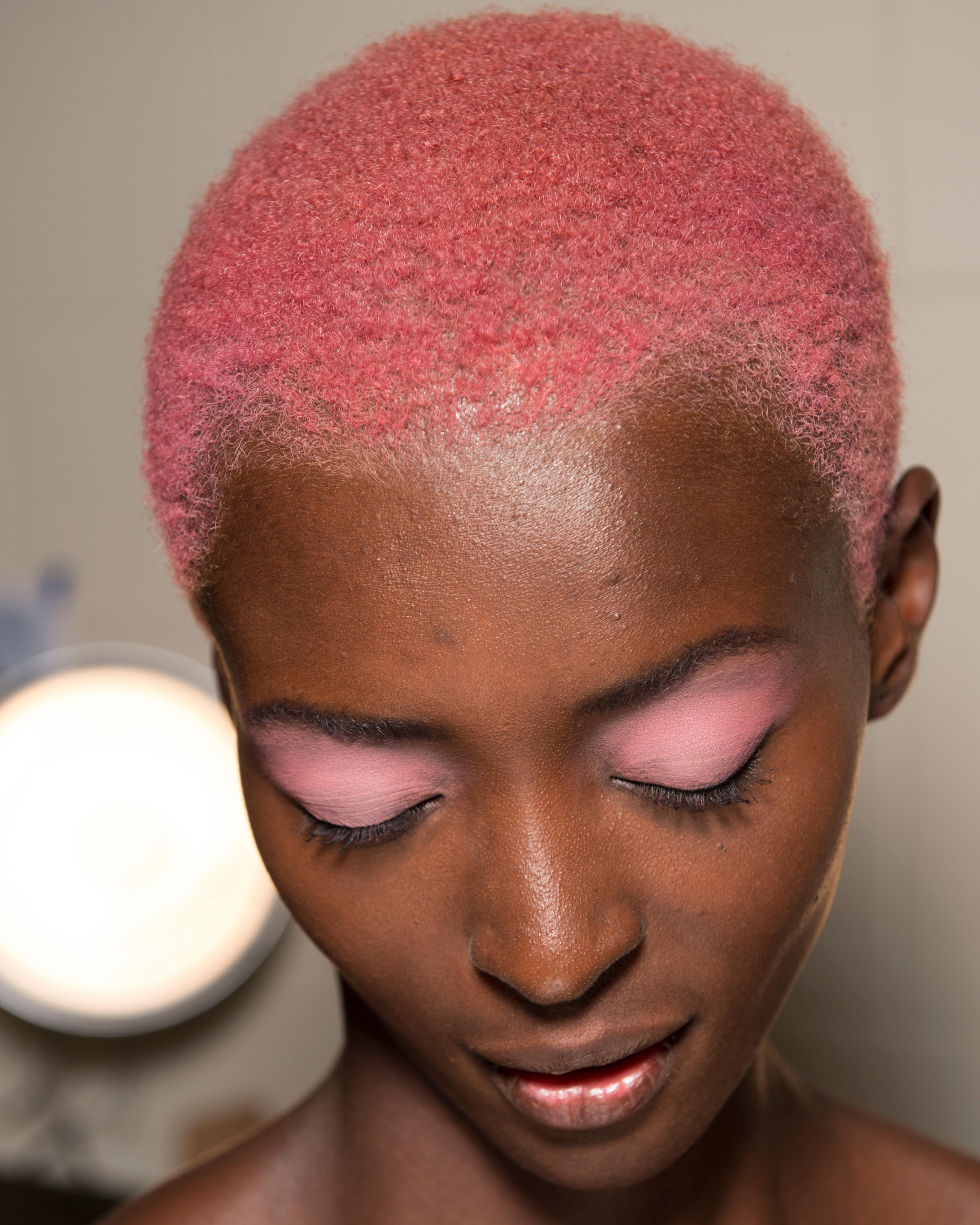 Beauty tips: pastel colours for cheeks, eyes and hair