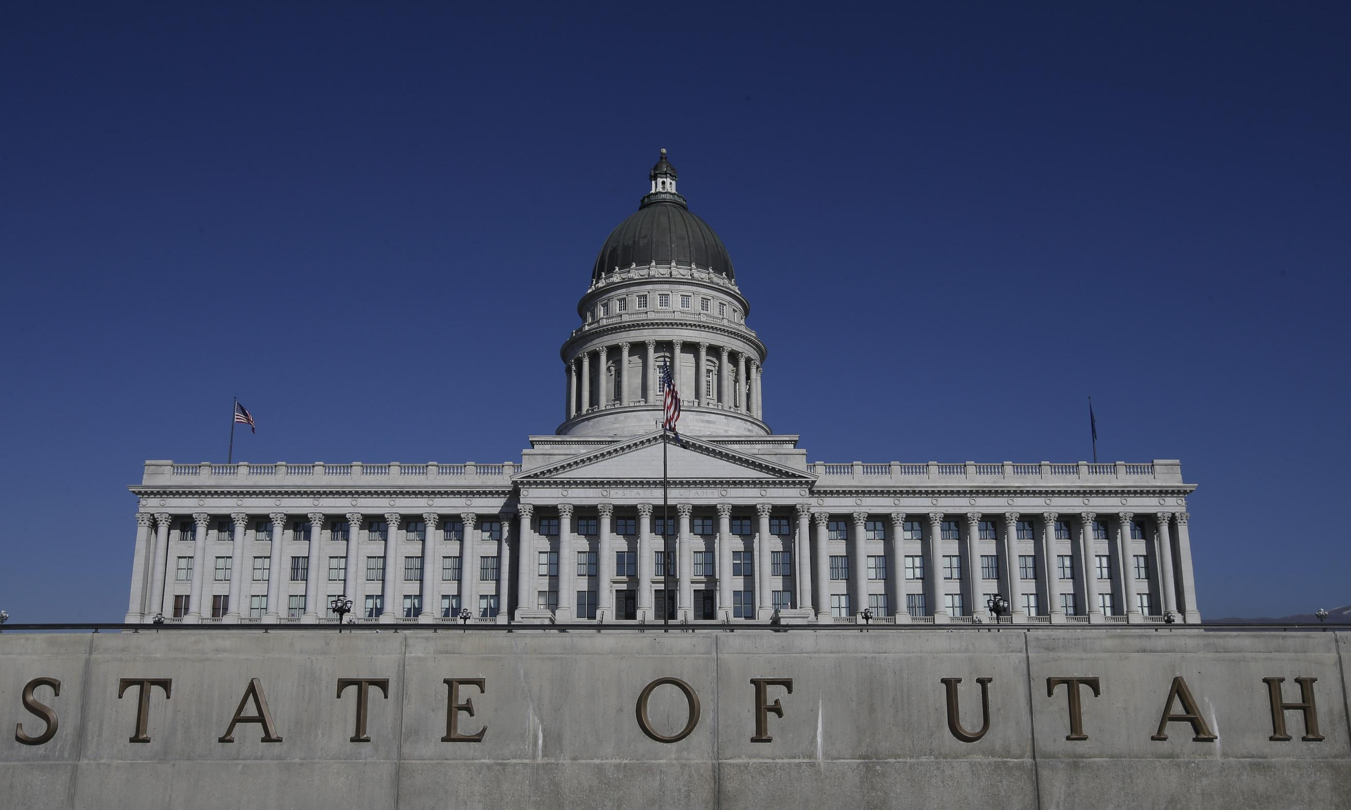 Utah senate unanimously moves to decriminalize polygamy