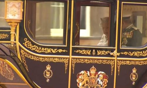 Queen heading for parliament