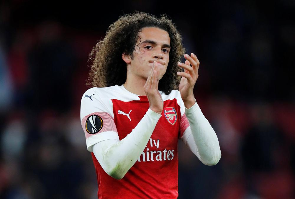 Guendouzi applauds their fans after Arsenal draw 0-0, but are through to the next round.