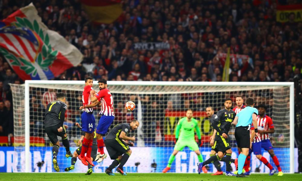 Cristiano Ronaldo of Juventus takes a free-kick .