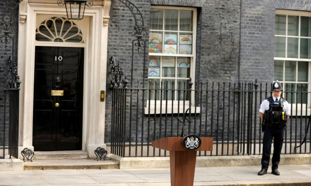 The lectern outside No 10.