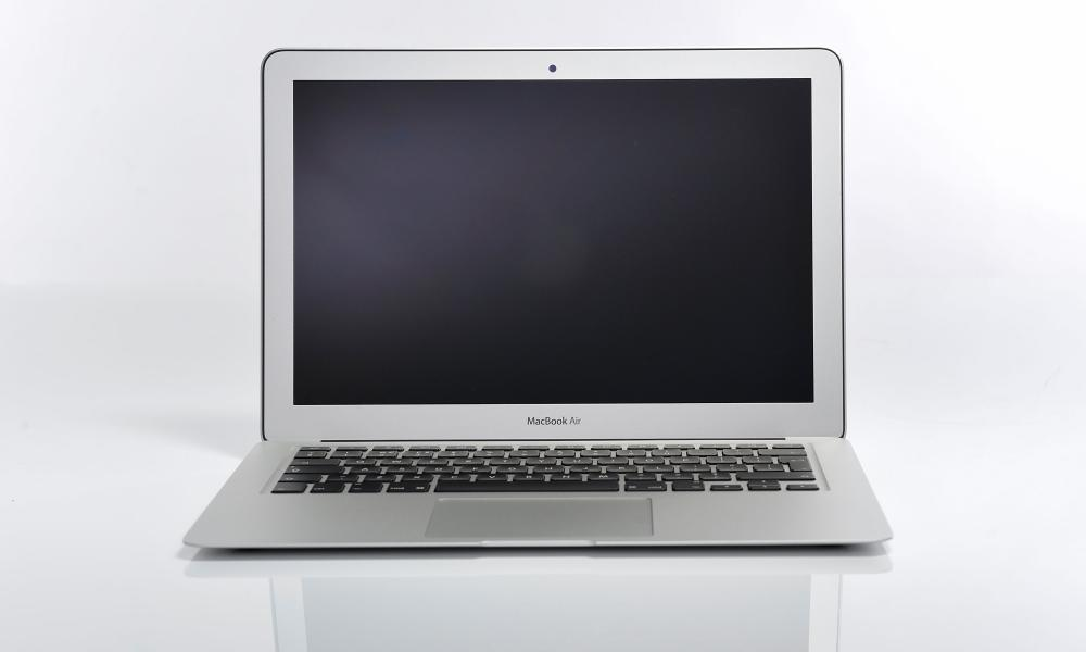 На Apple MacBook Air стари.