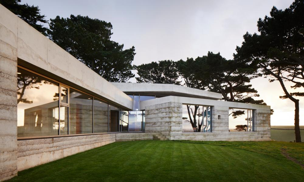 "Peter Zumthor's ""rammed concrete house"" Secular Retreat in South Devon"