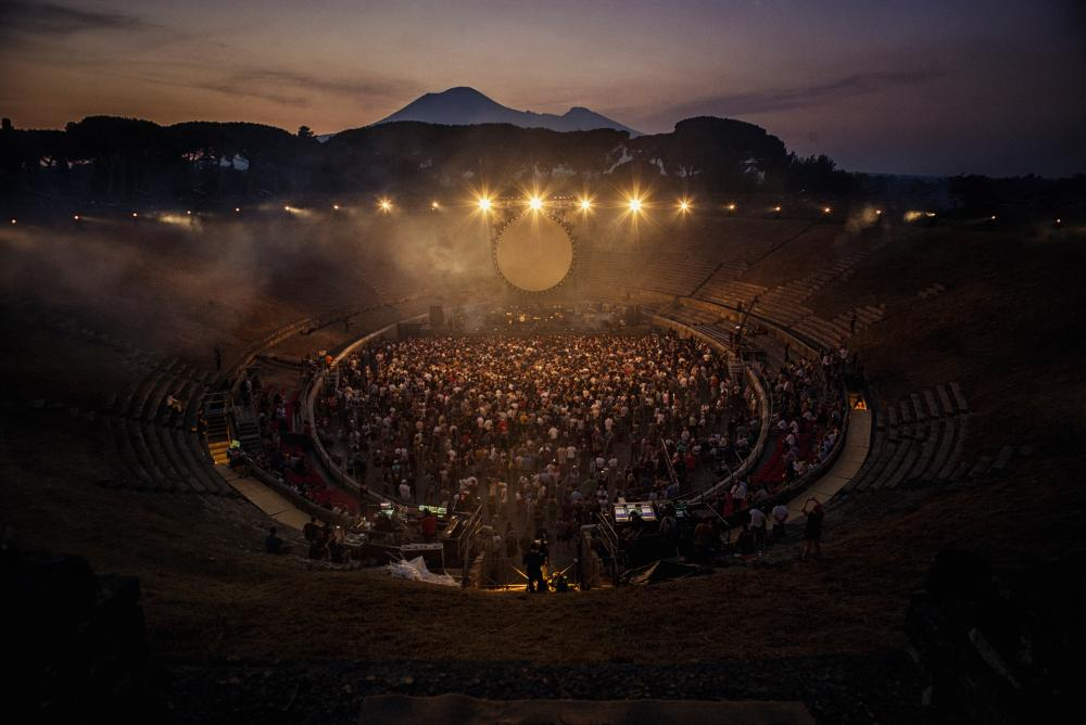 david gilmour live at pompeii a photo essay art and design  live at pompeii