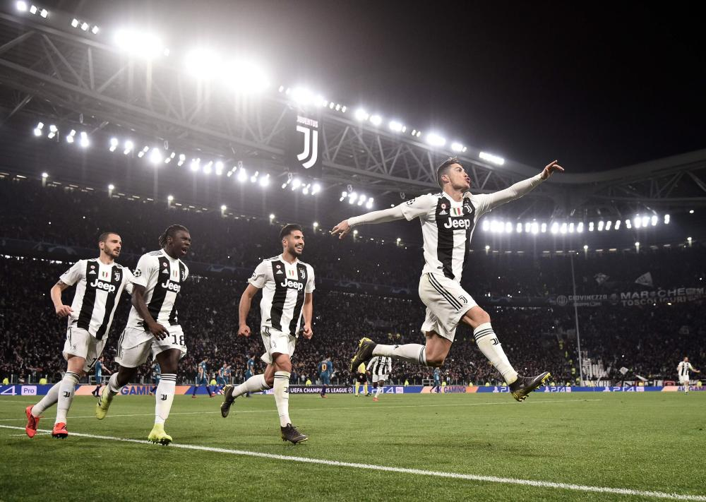 Cristiano Ronaldo (right) celebrates after scoring his, and Juventus', third goal.