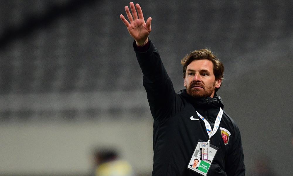 André Villas-Boas practises stopping cars.