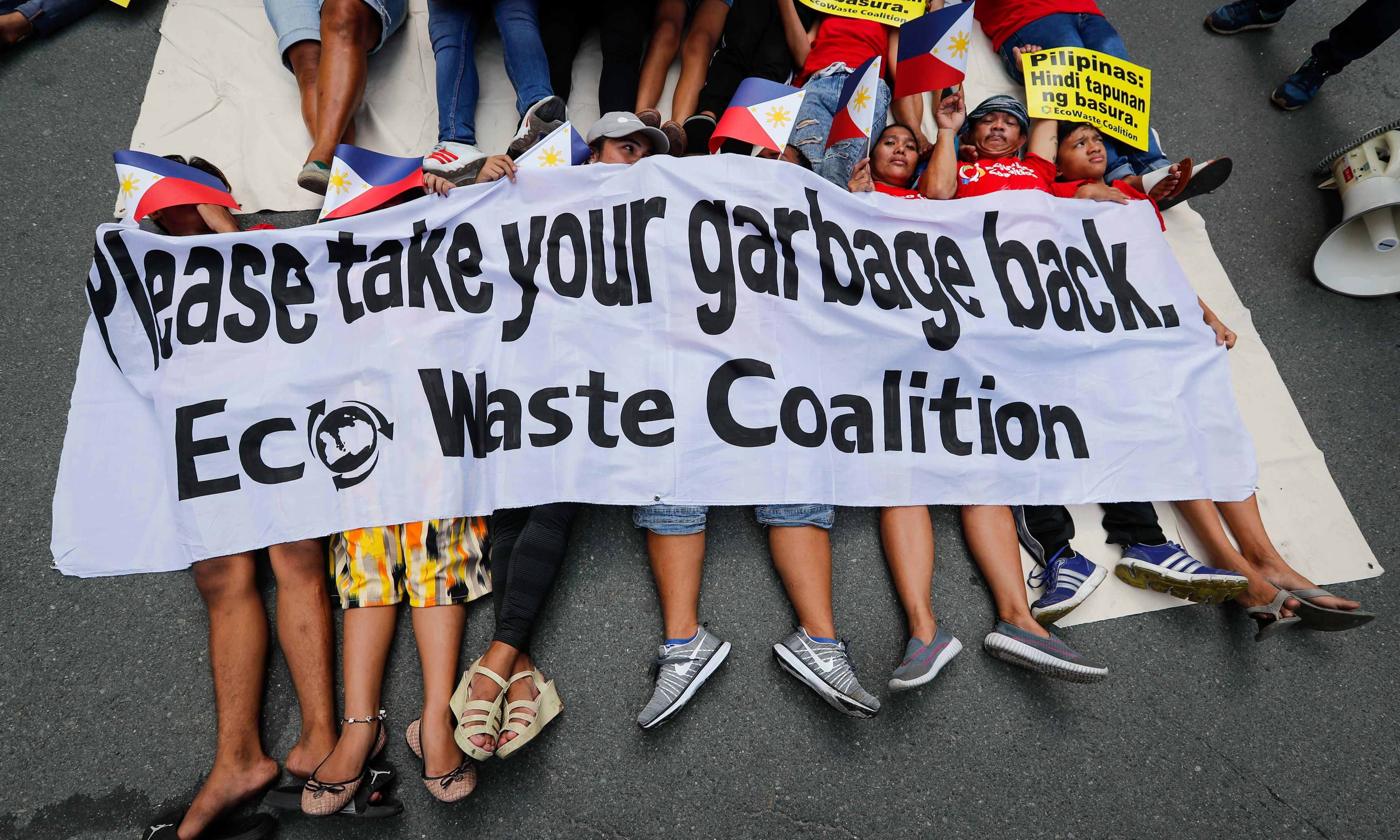 Philippines threatens to dump rubbish back in Canadian waters as row deepens