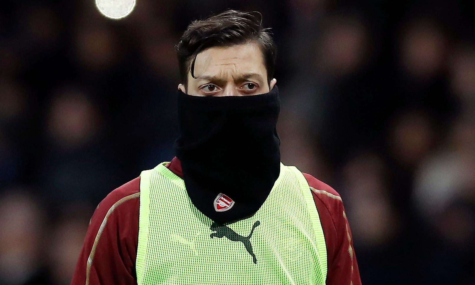 Arsène Wenger suggests Mesut Özil's new deal put him in 'comfort zone'