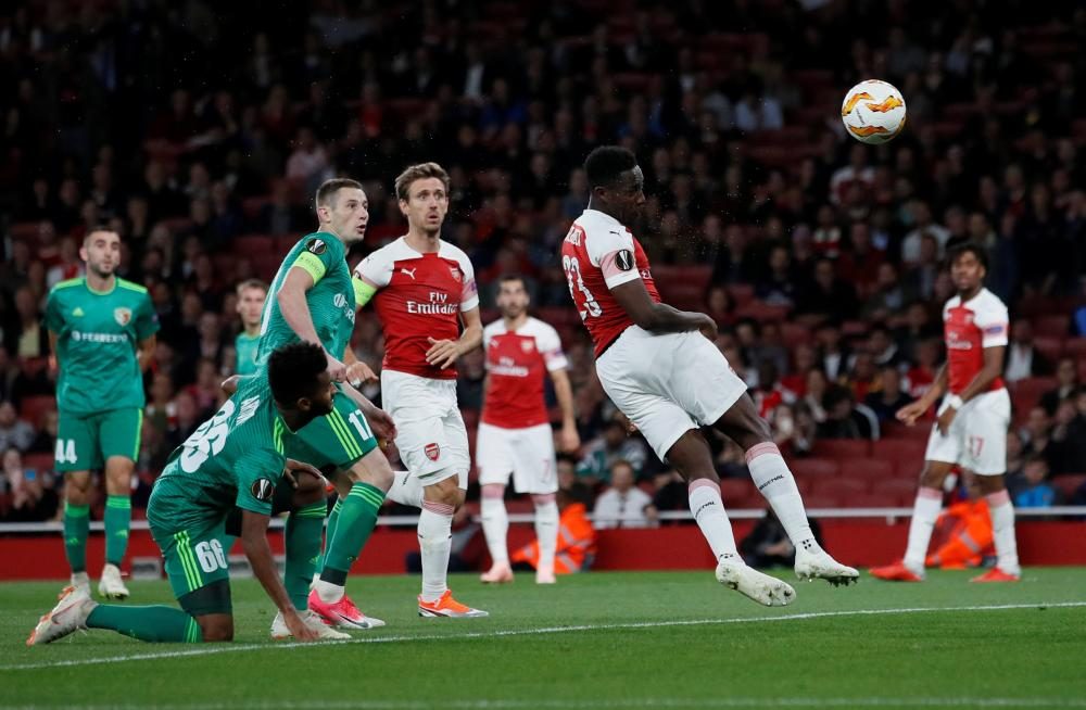 Welbeck heads home Arsenal's second.