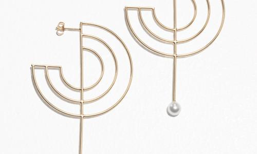 Earrings: gold incomplete circles with a pearl on the end of a drop