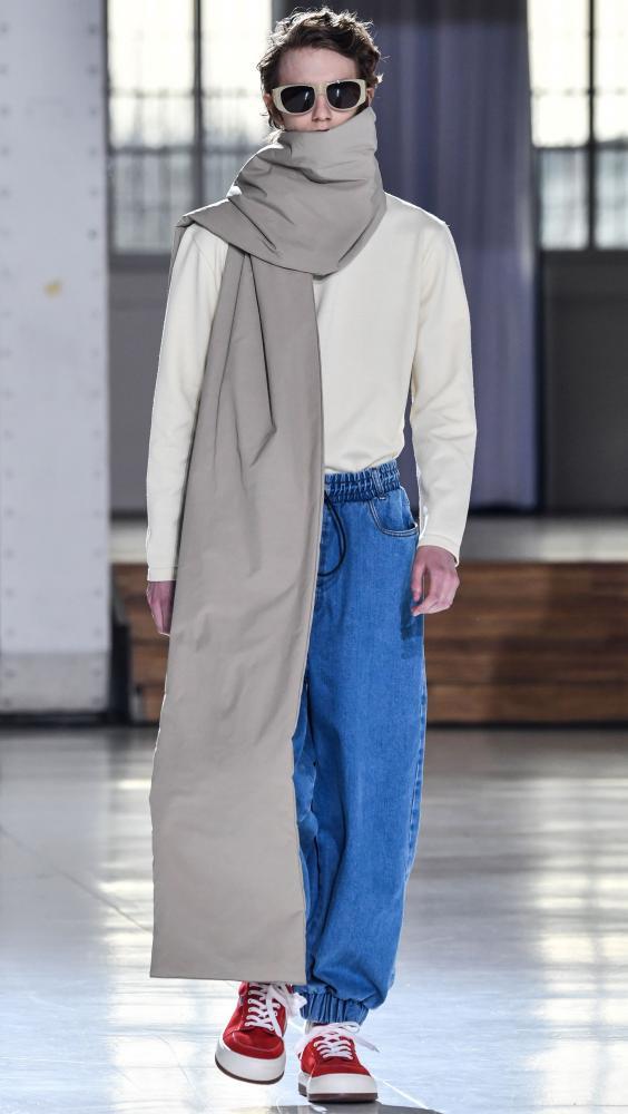 Sunnei's wide blanket scarf in Milan.