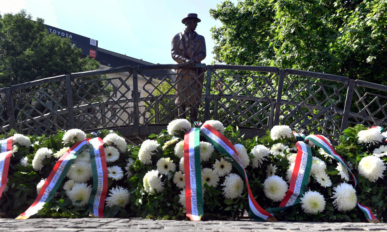 Hungarians remember Imre Nagy, hero of '56, as Orban tightens grip