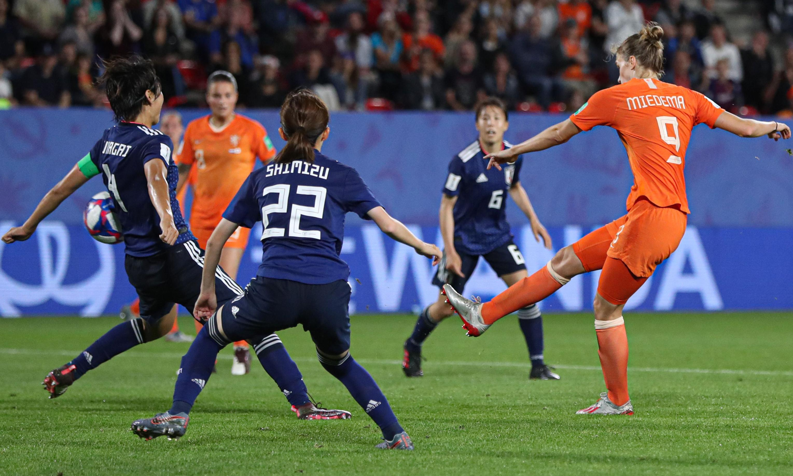 Lieke Martens scores last-minute penalty and Dutch eliminate Japan
