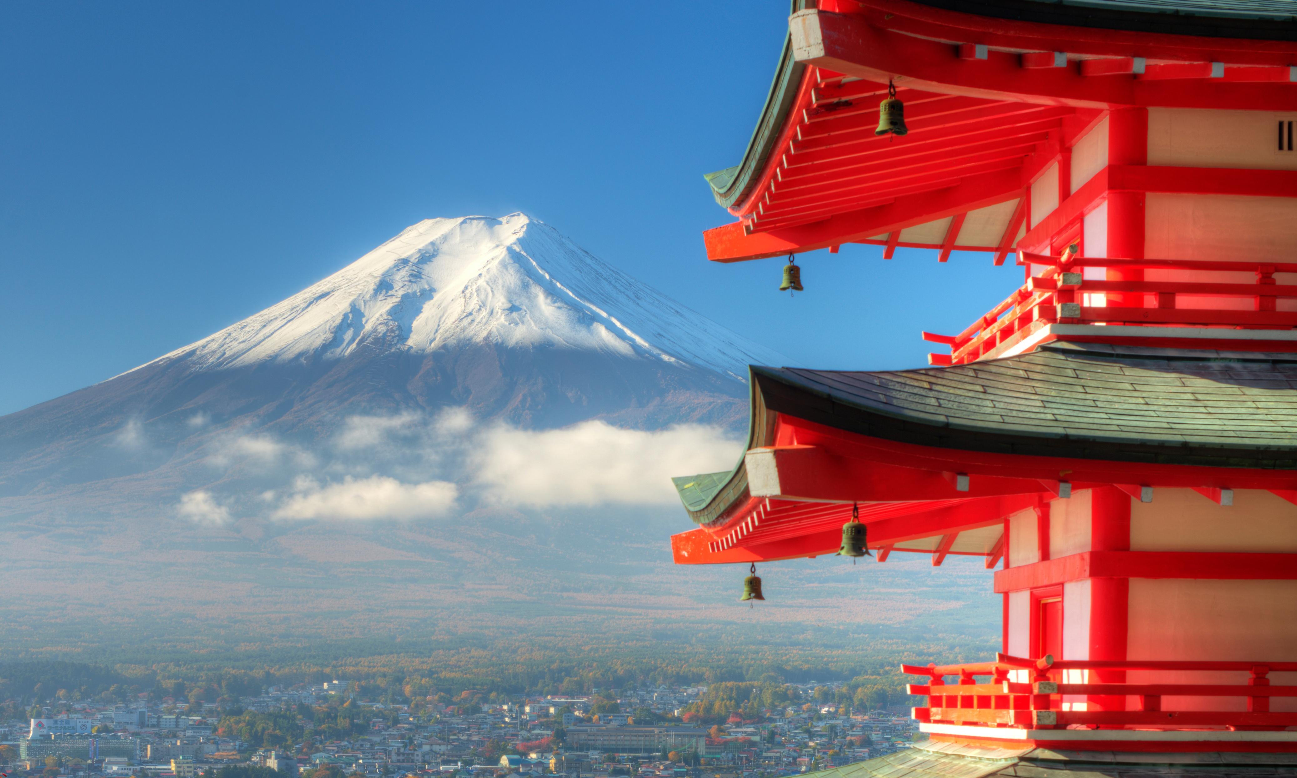In the footsteps of Hokusai on Mount Fuji