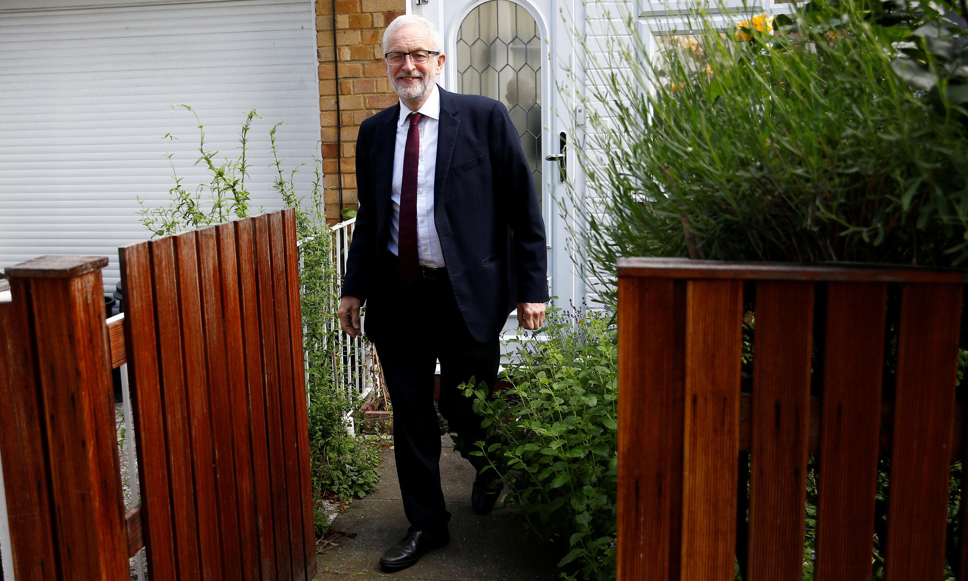 Corbyn pressed by senior Labour MPs to back a second referendum
