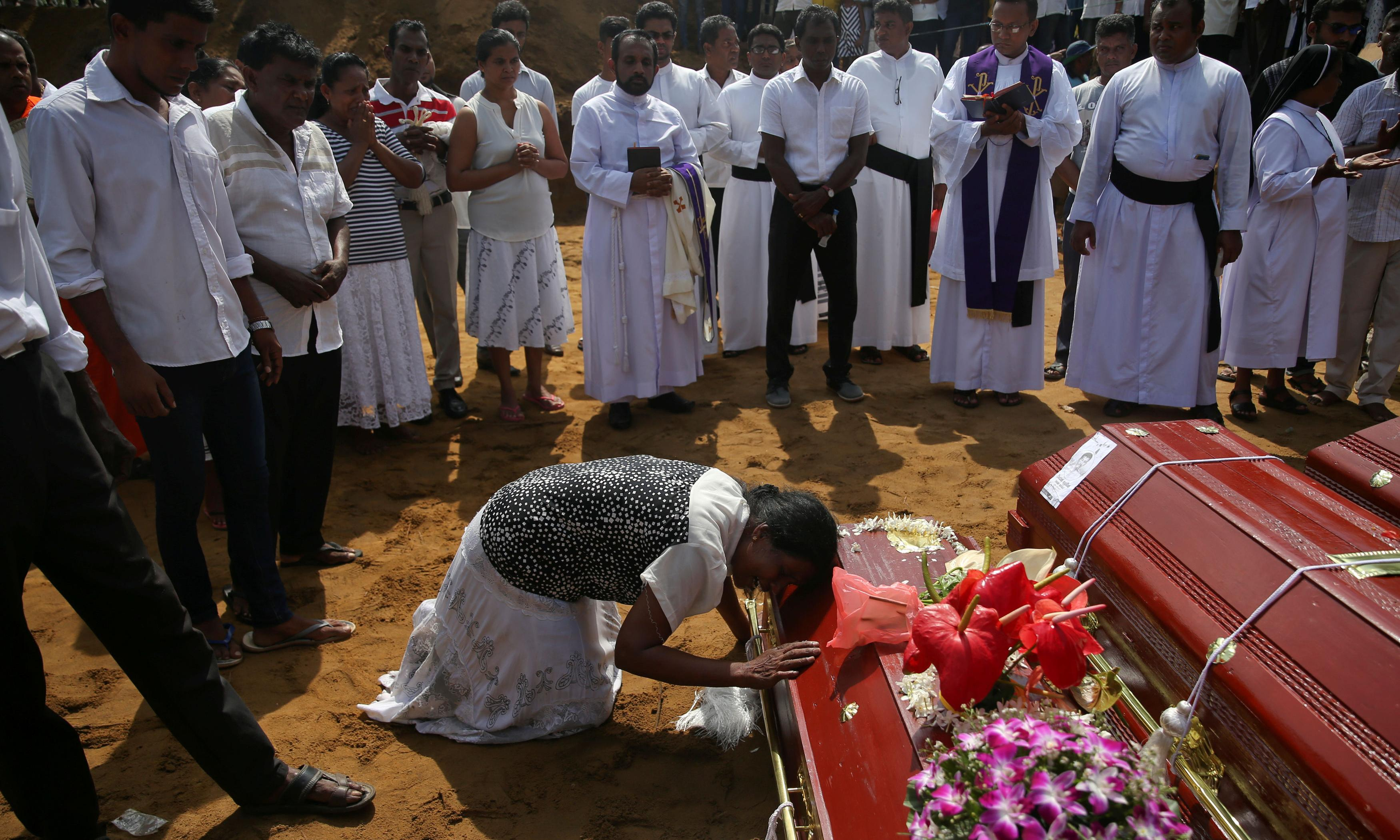 Sri Lanka bombings: first burials take place on day of mourning