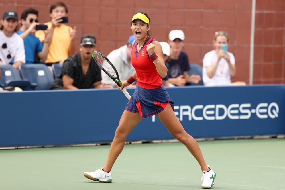 Emma Raducanu celebrates during the first set of her match against Stefanie Voegele.