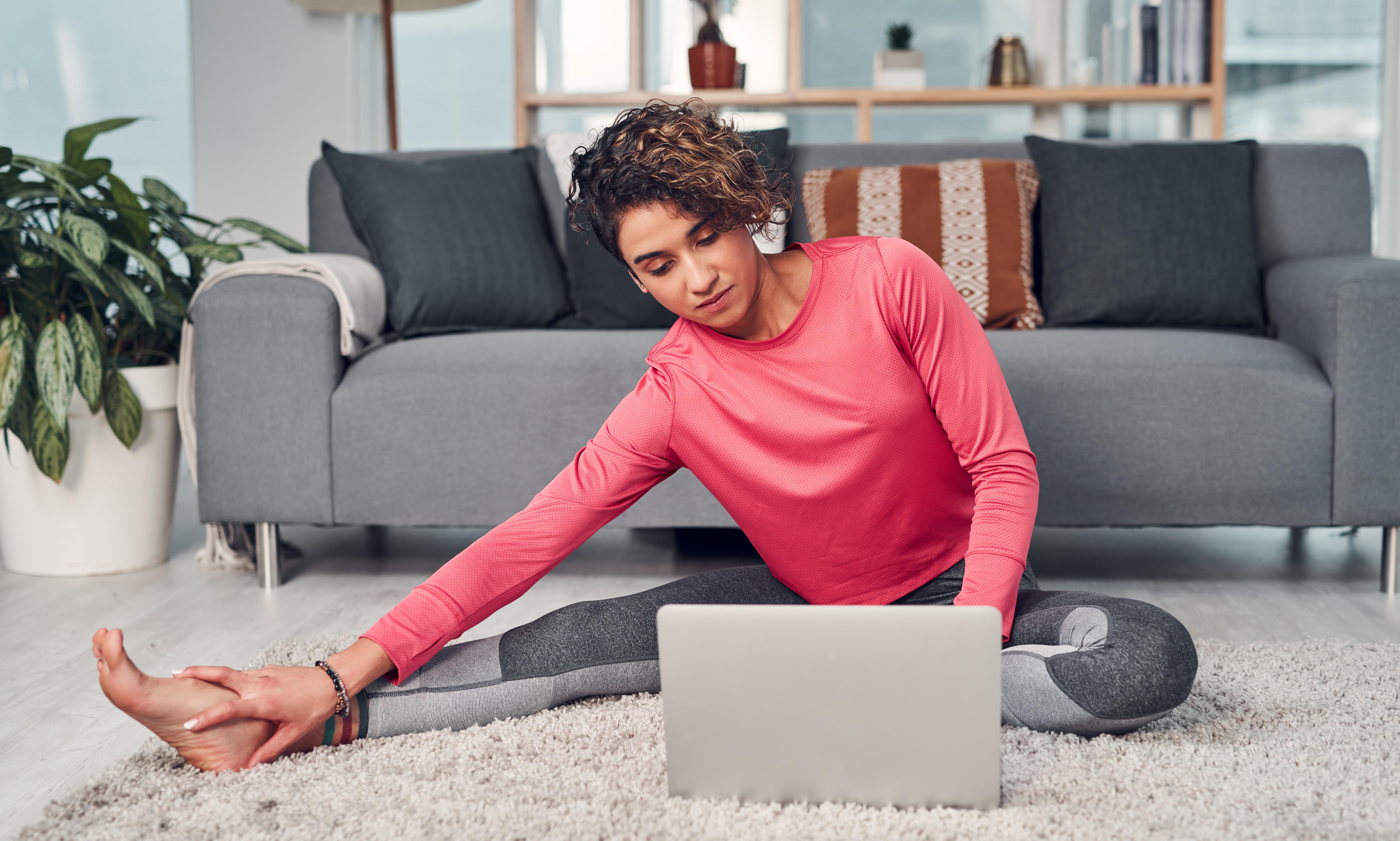Fitness tips: how to begin with online yoga