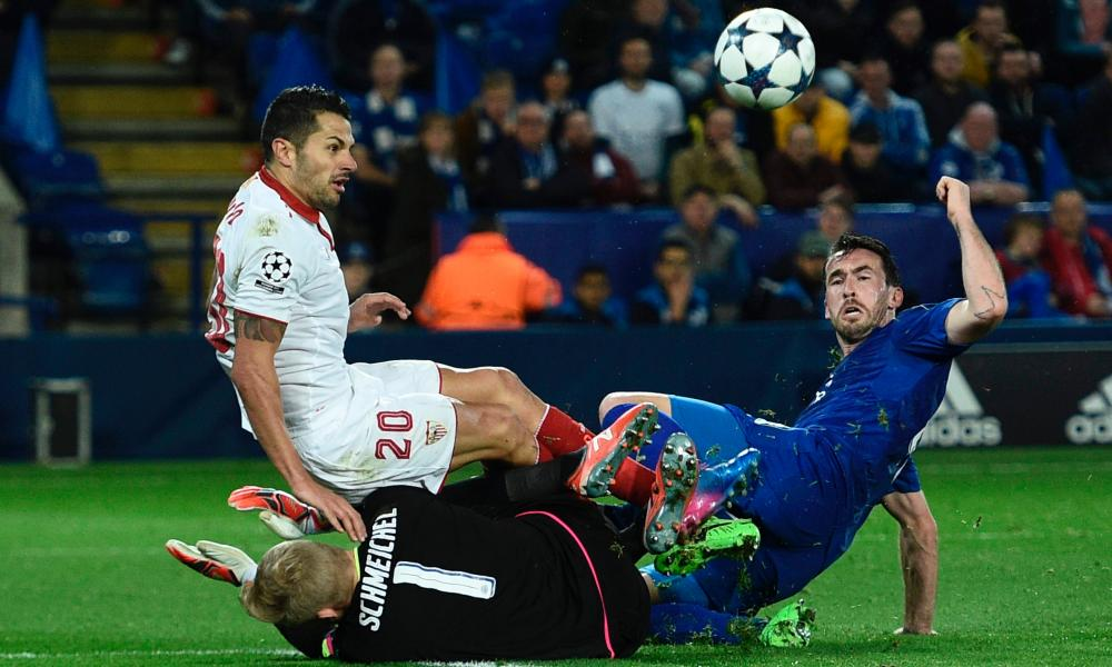 Leicester keeper Kasper Schmeichel brings down Sevilla's midfielder Vitolo and the referee points the spot.