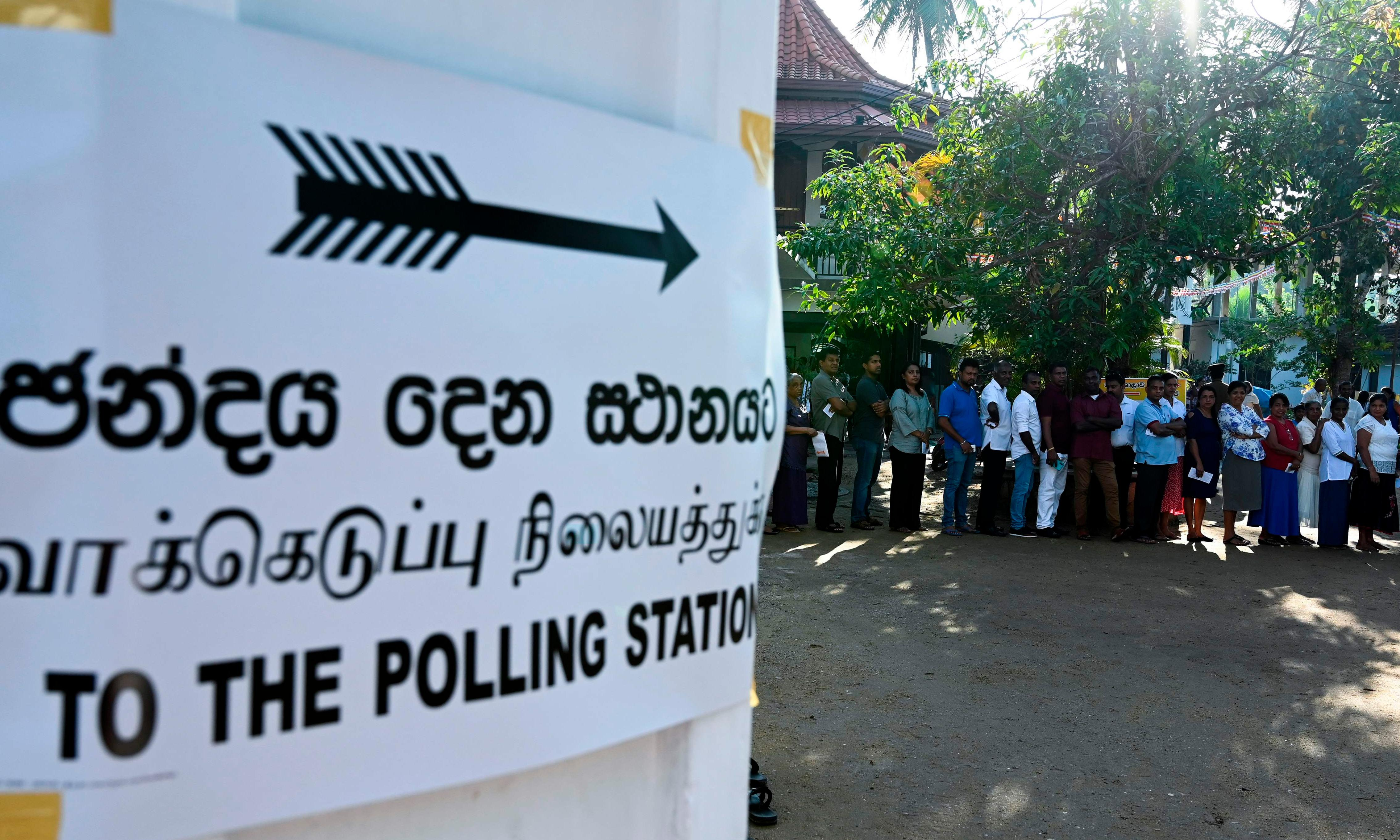 Sri Lanka presidential election: buses carrying Muslim voters attacked