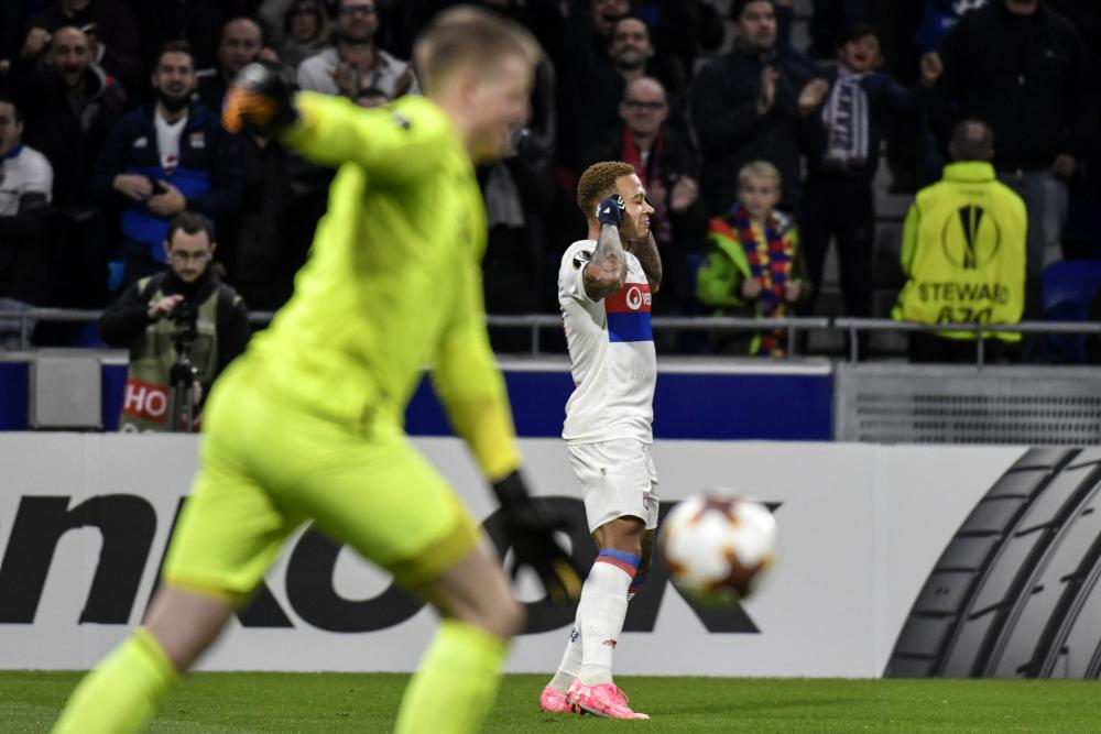 Lyon's Memphis Depay celebrates after scoring whilst a frustrated Jordan Pickford hoikes the ball away.