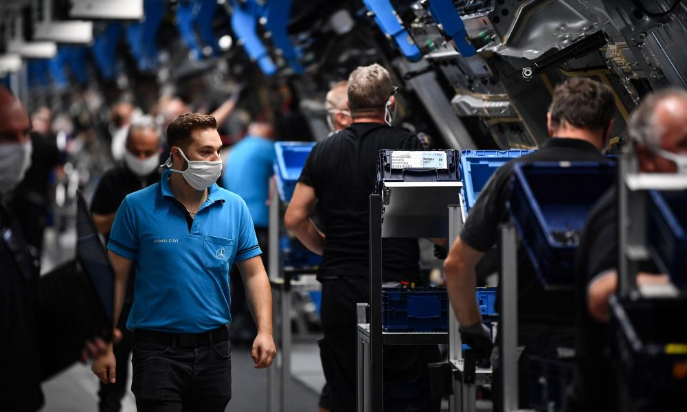 Workers on the assembly line for the Mercedes S-class car in Sindelfingen, Germany, last week