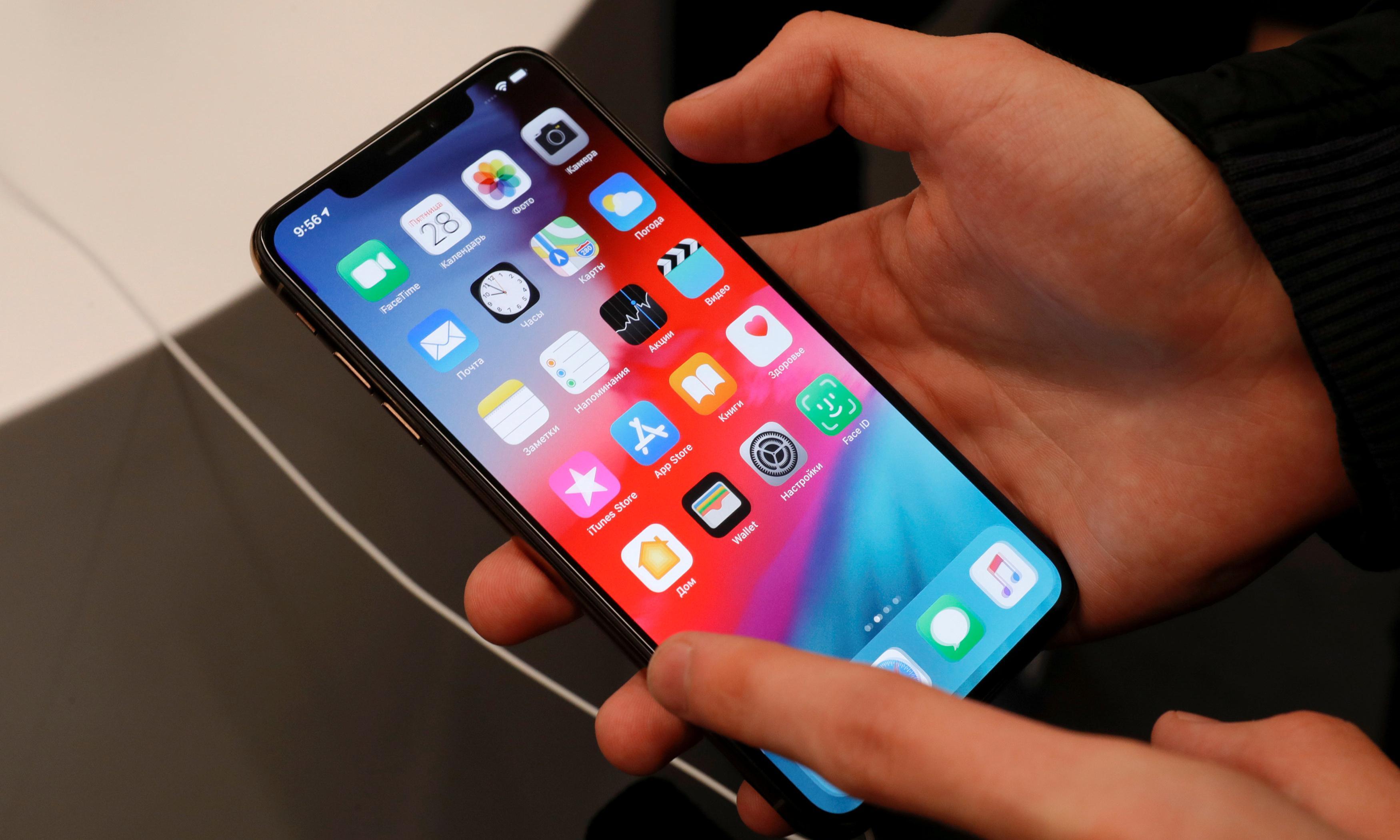 Apple's value dips below $1tn amid fears of iPhone sales peak