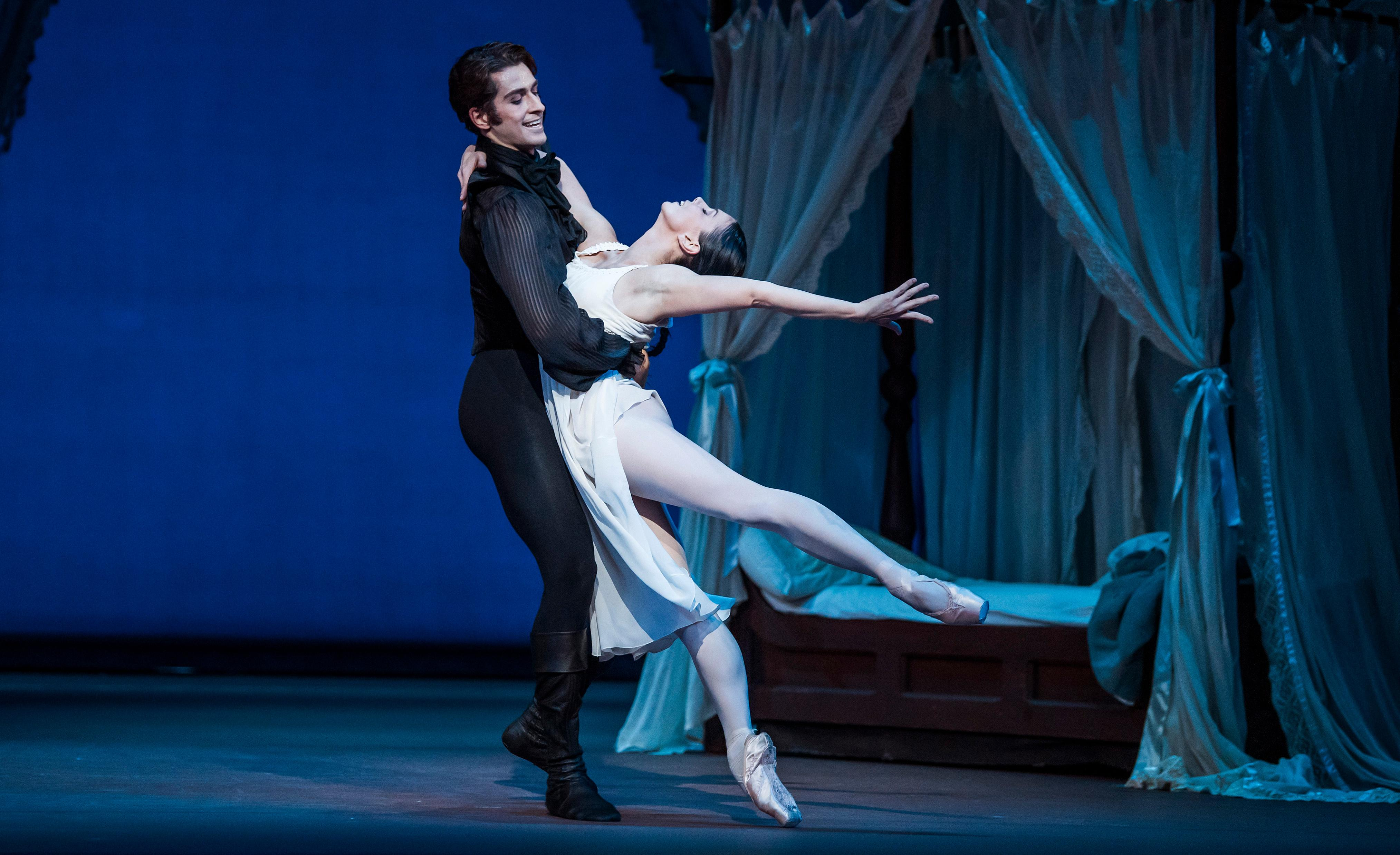 Onegin review – Natalia Osipova thrills with ecstatic, lovestruck obsession