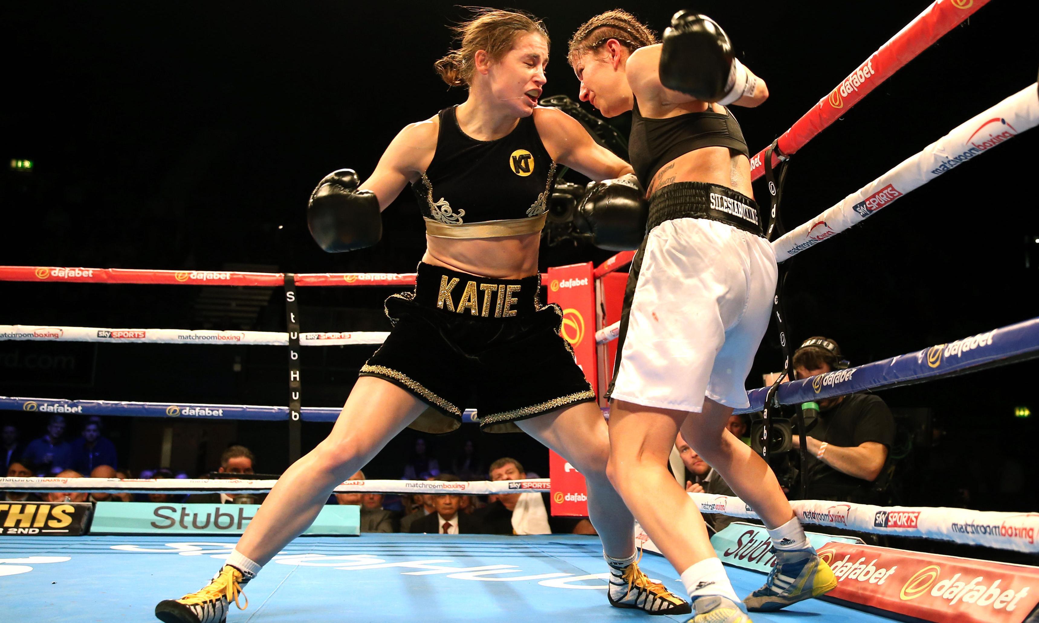 Katie Taylor stops Karina Kopinska in third round on professional debut