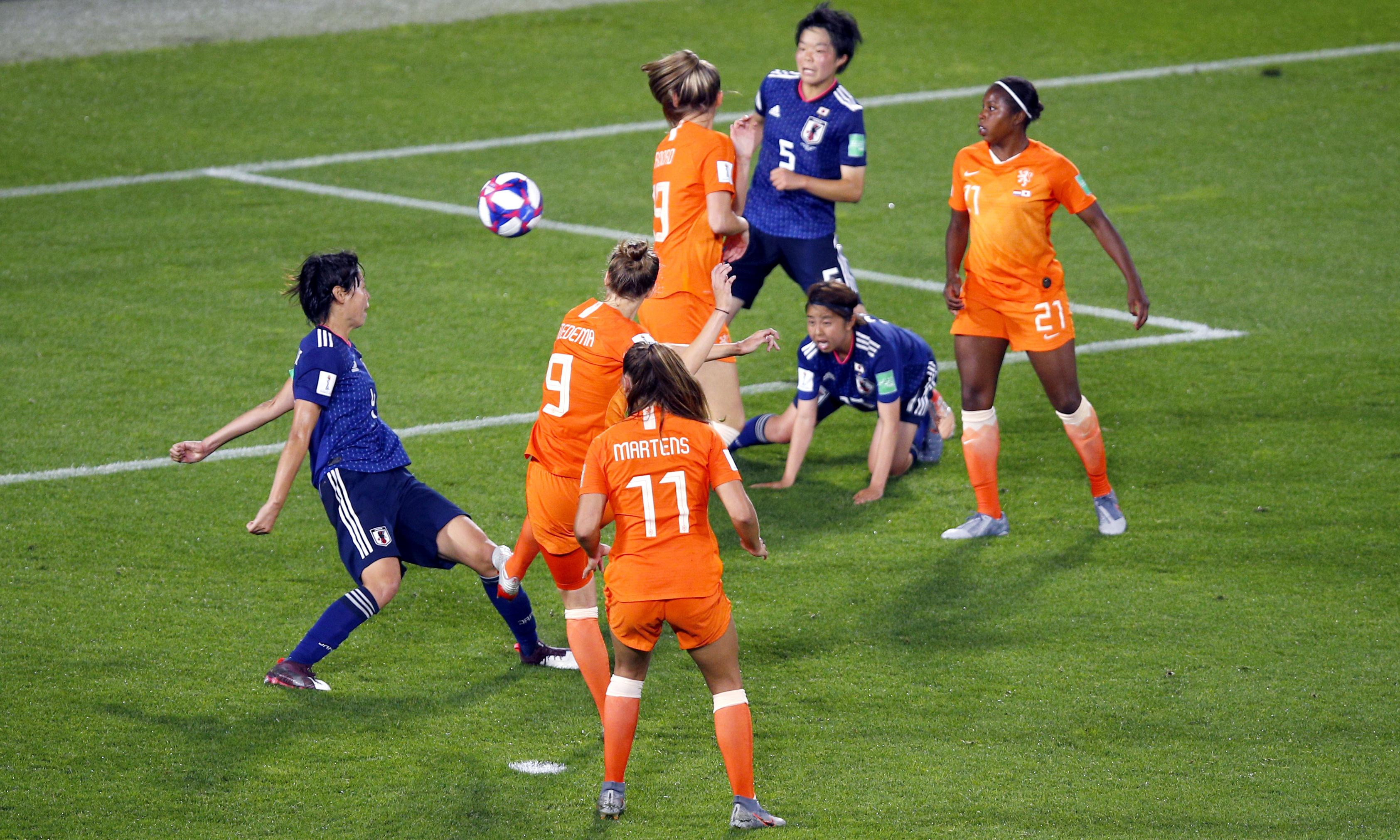 Lieke Martens scores last-minute penalty and Dutch eliminate Japan