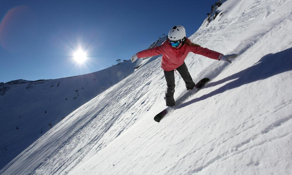 Woman on snowboard, Ischgl
