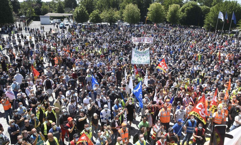Protesters demonstrate against automaker Renault's decision to cut 15,000 jobs worldwide, including 4,600 in France, in Maubeuge, on May 30, 2020. (Photo by FRANCOIS LO PRESTI / AFP) (Photo by FRANCOIS LO PRESTI/AFP via Getty Images)
