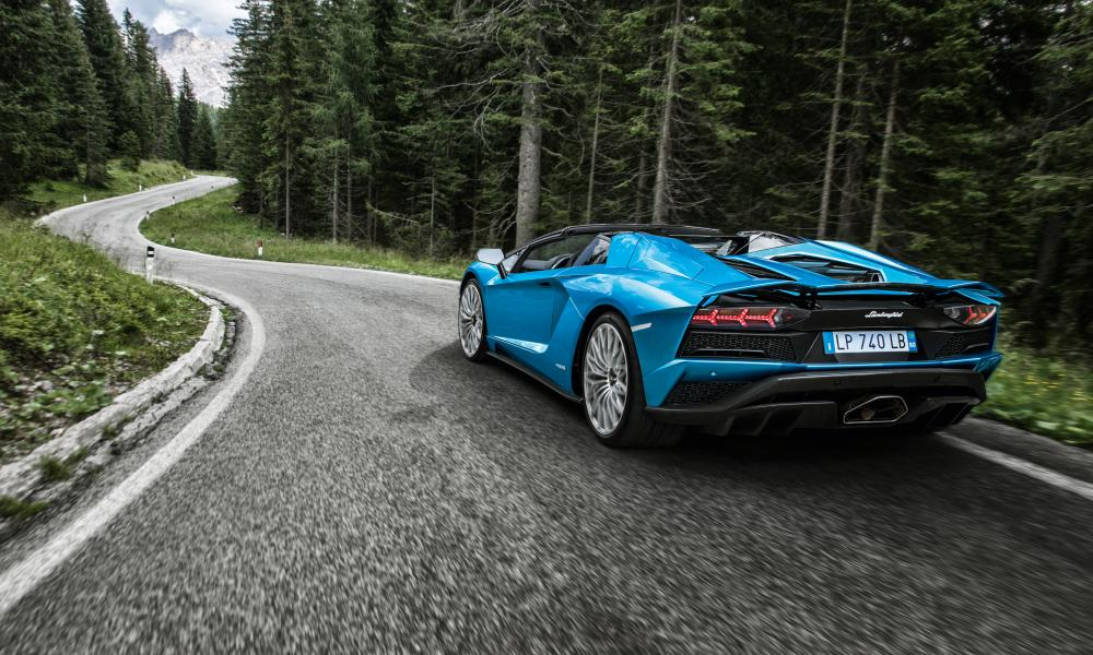 Rear view of the Aventador: get used to i!