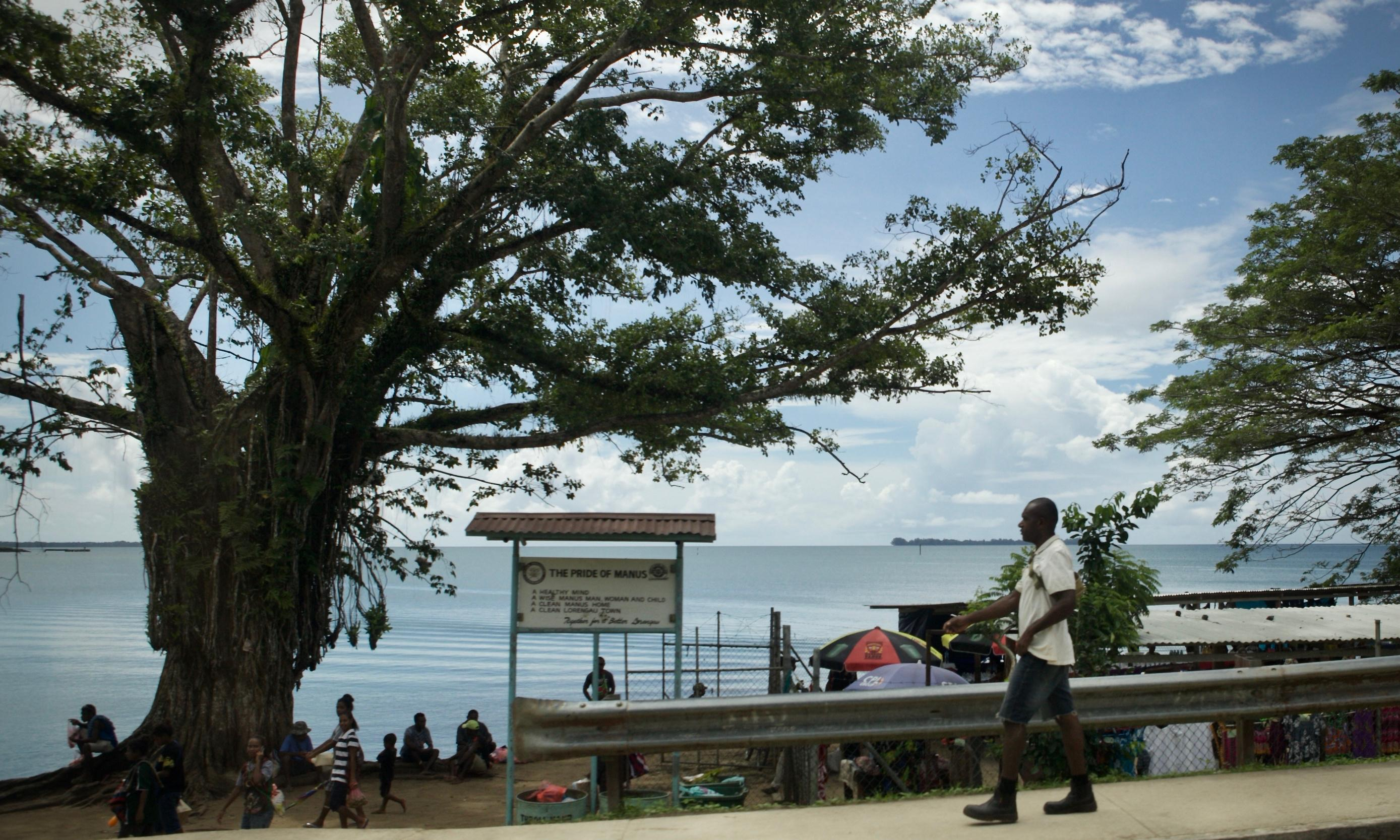 Remaining Manus Island refugees offered voluntary relocation to Port Moresby