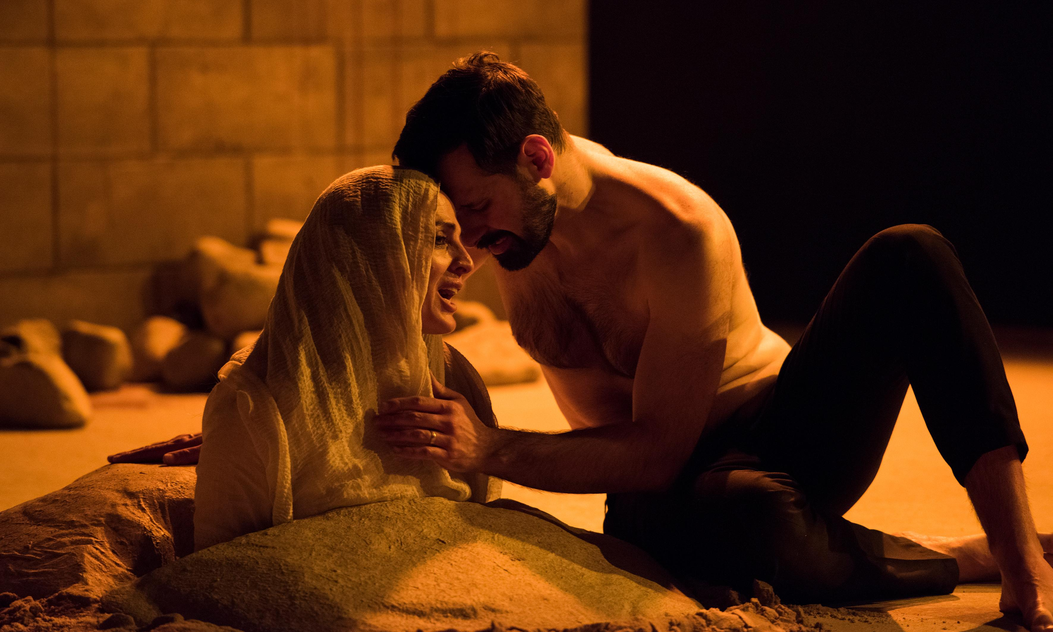 Sinners review – Brian Cox directs sand-blasted sex and death drama