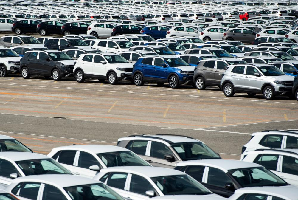 Around 5,000 unfinished cars were parked outside the Volkswagen Navarra factory in Pamplona last week due to a lack of semiconductors.