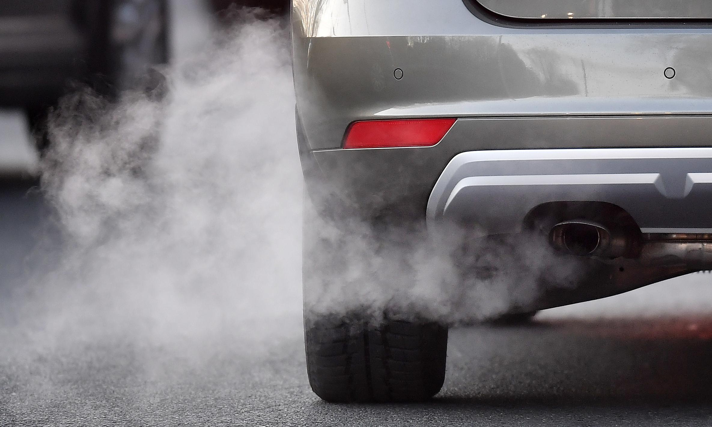 Cyclists 'exposed to less air pollution than drivers' on busy routes