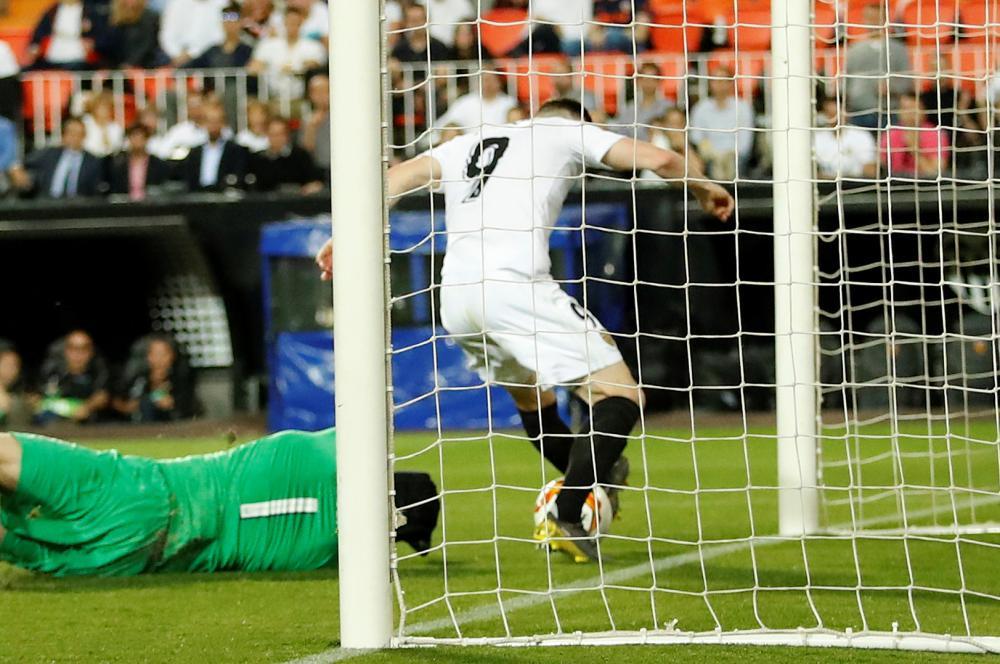Gameiro scores the second for Valencia.