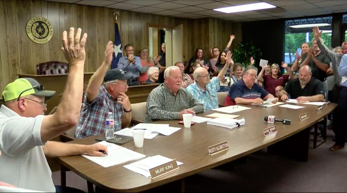 This all-male council in Texas just voted to ban abortion