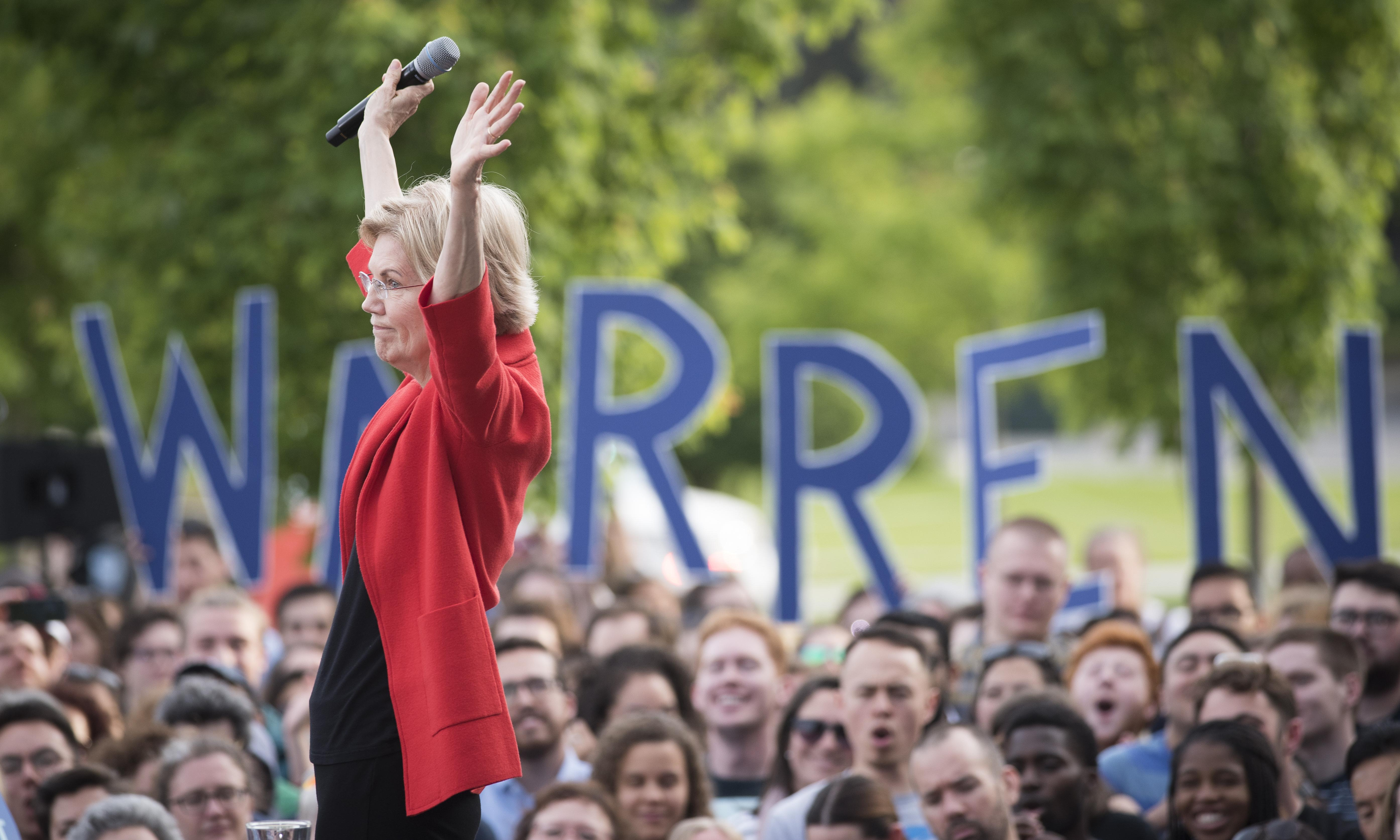 It's not a robocall: Elizabeth Warren calls supporters to talk issues